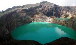 Kelimutu-Crater-Lakes